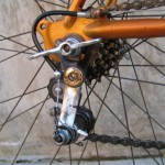 The chain is indeed threaded properly through this Simplex derailleur