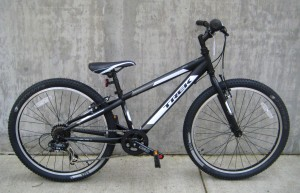 Trek Mt 200 in matte black
