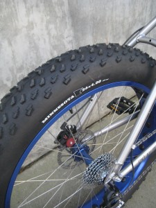 4 inch wide fat tire on the 2.0